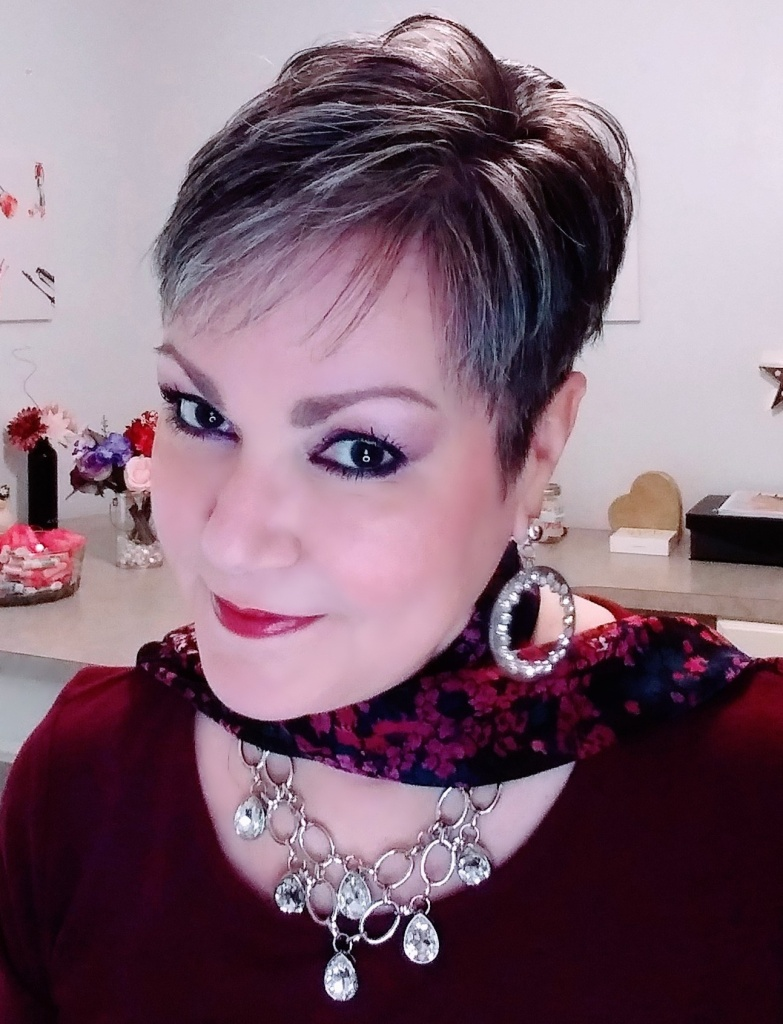 Wearing Avon's new fmg Glimmer Eyeshadow Quad in Temptress