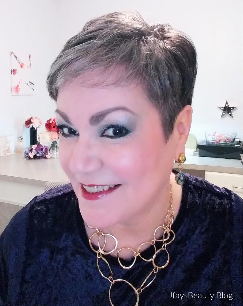 Trying Avon's New Glimmer Eyeshadow in Vixen + a Little Magix!